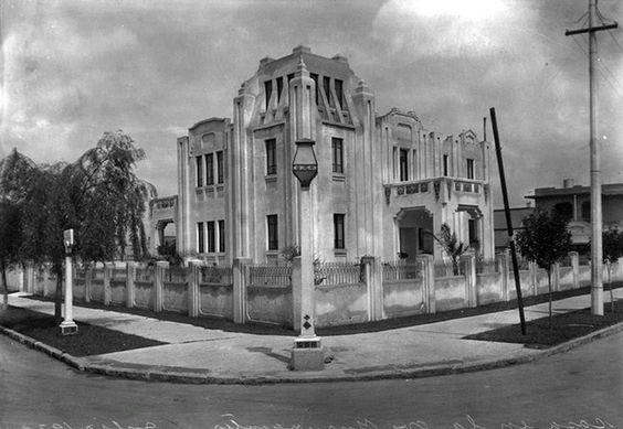 La casa que estuvo en Insurgentes, Iztaccíhuatl y Aguascalientes, colonia Hipódromo, en 1930: https://goo.gl/yFgl0v