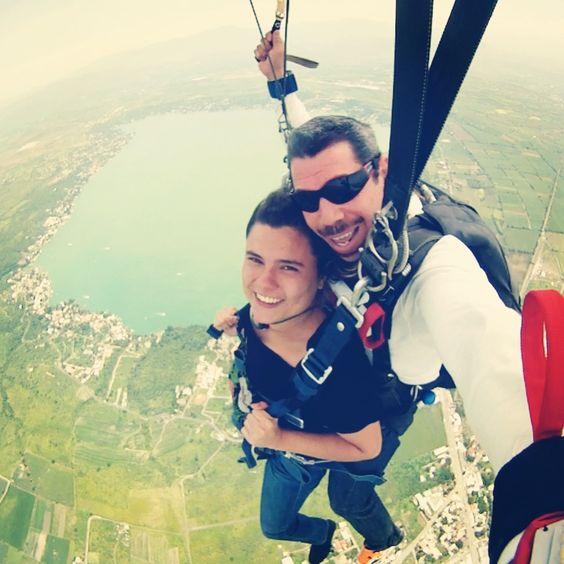 2. Aventarme de un paracaídas. / Try skydiving. (17.08.2013, Tequesquitengo, Morelos)