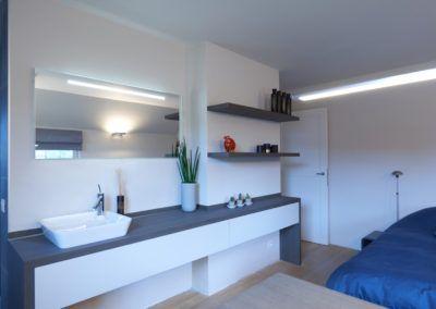ingericht. Het badkamermeubel is voorzien van een opbouw waskom met ...