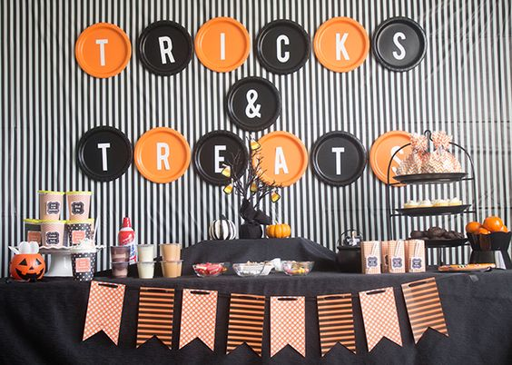 "How to Throw A ""Tricks and Treats"" Halloween Party with easy treat ideas and cheap decoration ideas:"