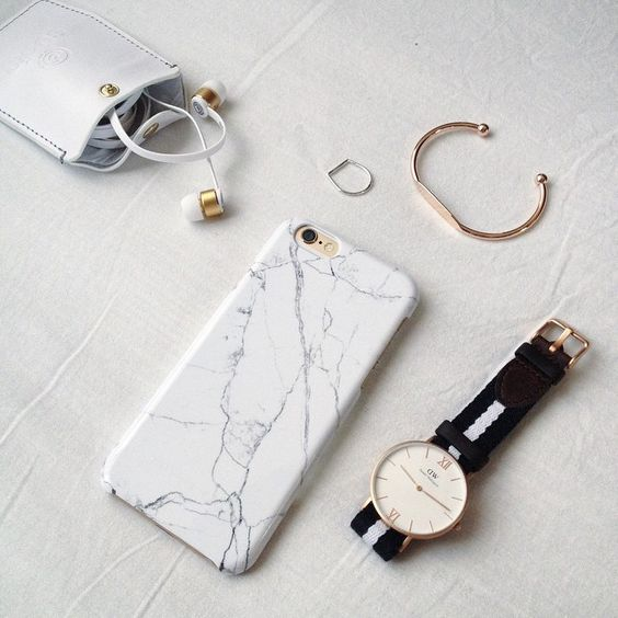 """Seriously in love with my new @queu_queu marble iPhone case!  Get yours by using the discount code """"kaff15"""" to get 15% off all products (excluding sale items)  Have a nice Friday"""
