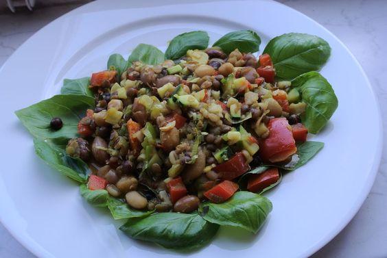 Mediterraner Hülsenfrüchte - Linsensalat mit Paprika und Zucchini ist einfach…