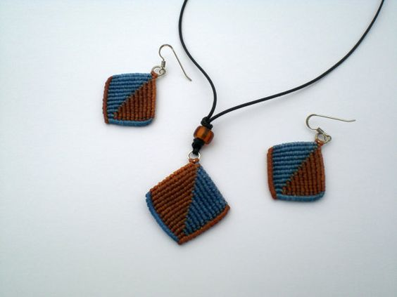 If you want to make these earrings or necklace, I will send a pdf file with 49 photos. Instructions step by step.  If you have any question contact with me.