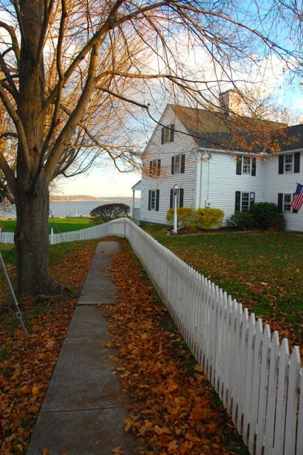 new-england-aesthetic: Essex, CT....seriously, I want to live here: