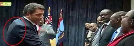 Matteo Renzi in Kenya con giubbotto antiproiettile