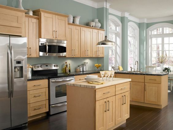 what paint color goes with light oak cabinets | Kitchen paint ...