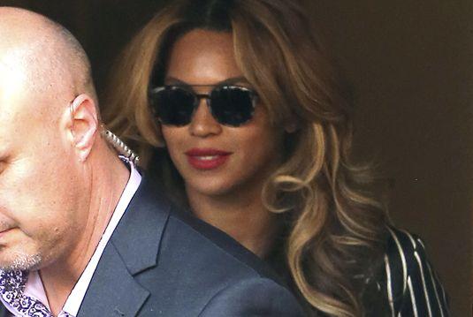 Beyoncé wearing Etnia Sunglasses #celebstyle #SheKnowsHerStyle  Get them: http://www.opticalh.com/en/22_etnia