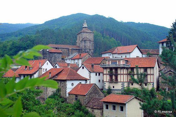 Una vista de Uztárroz, Valle de Roncal, #Navarra #fotografia
