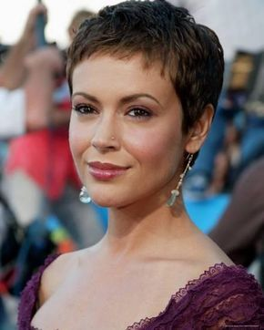 Alyssa Milano Photo Allposters Com Super Short Hair Short Hair Styles Very Short Hair