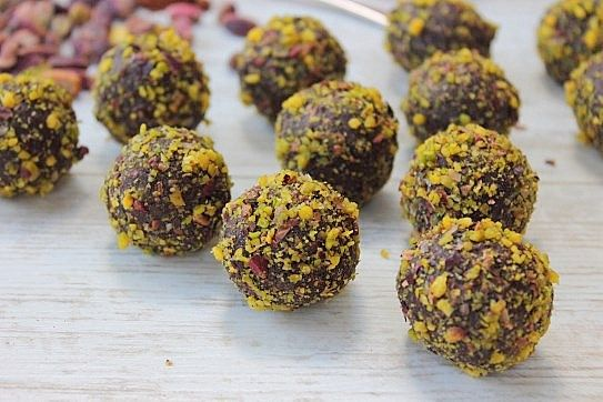 Chocolate orange pistachio truffles! Who doesnt love a no bake, hassle ...