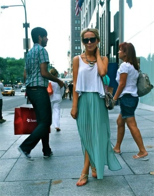 Still looking for a maxi skirt to pair with a crop top and big necklace.