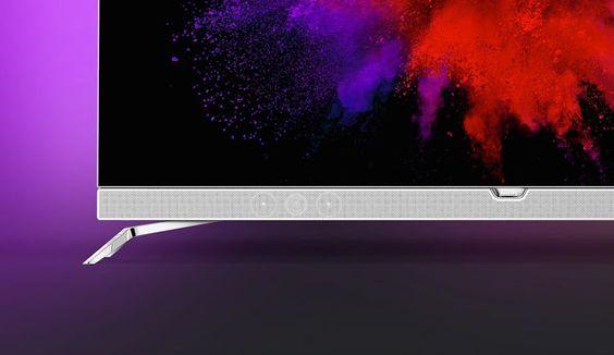 Philips le pone Android e iluminación Ambilight a su primera tele OLED   Aunque cada vez pierden más peso en el evento también hay televisores en IFA y con ellos también sacan la patita empresas históricas como Philips. Han aprovechado Berlin para enseñarnos lo que es su primera televisión OLED un negocio bastante complicado por el que han apostado LG y Panasonic. Todavía esperamos que Samsung y Sony digan algo al respecto.  El televisor que os vamos a presentar se llama Philips 901F y es el…