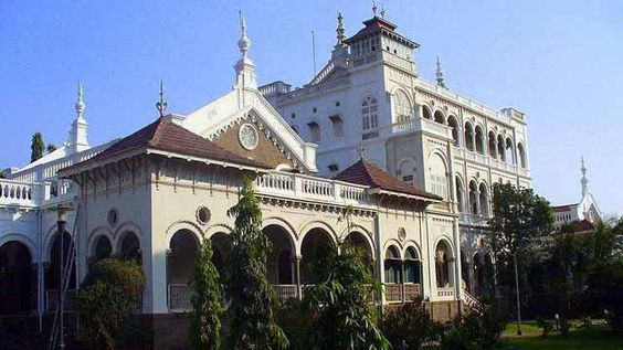 Known as the City of Virtue, Pune has retained its historic past despite embracing modernity