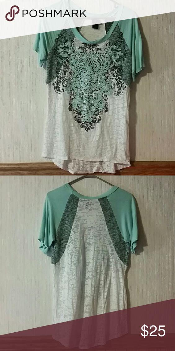 Daytrip tshirt Size L, nwot light weight daytrip shirt Daytrip Tops Tees - Short Sleeve