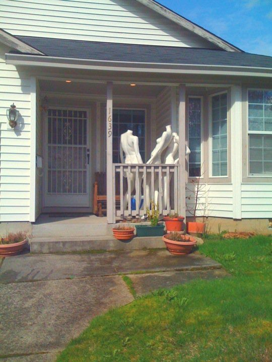 #decapitated #dawdlers #headless #mannequins #porch #decorations #ladies #gossip