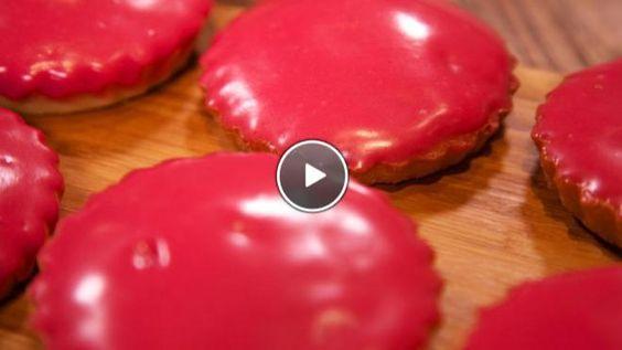 Rudolph's Bakery | toe en spatel goed door. Verdeel het beslag over de vormpjes en bak in de oven in circa 30 minuten goudbruin en gaar. Fondant Meng het bietensap met de...