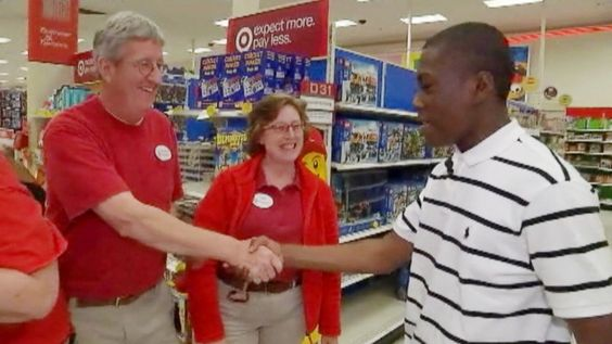 A teen whose picture went viral returned to a Target store to thank the employees for help.