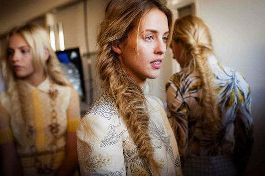 Get the scoop on perfecting the fishtail braid with this How-To video from from blogger @Geri Hirsch