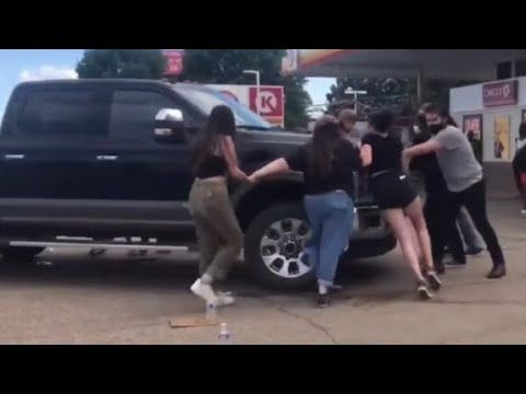 White Blm Rioters Blocking Gas Station Accuse Man Of Trying To Kill Them In 2020 Gas Station Blm F250