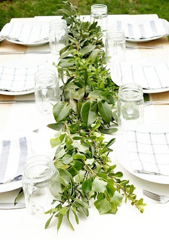 gartentisch deko grüne sträucher landhausstil   on attend de la, Garten Ideen