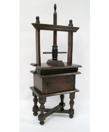 Miniatuur linnenpers, 18e eeuw
