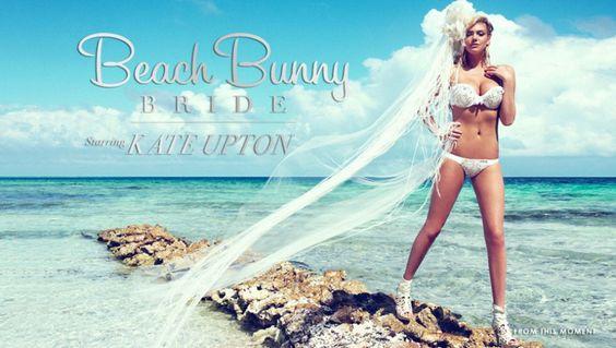 Bikini bianchi, decorati con pizzo e abbinati a fiori e veli leggeri. L'ultima tendenza in fatto di moda matrimoniale sono i bikini da sposa. Li propone il sito americano Beach Bunny Swimwear e li indossa la super top Kate Upton