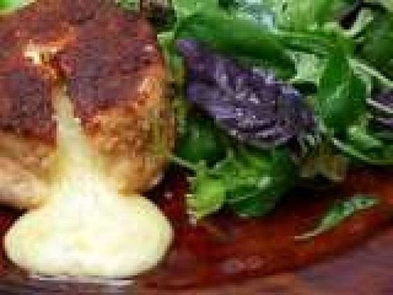 Receita Prato Principal : Queijo brie empanado com salada de Anacgw
