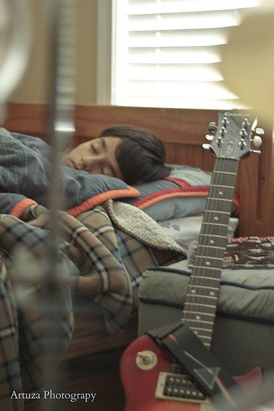 Between Drums, Guitars and Dreams - Entre Baterias, Guitarras y Sueños
