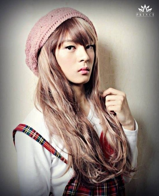 Pretty male idol stars dressed as girls