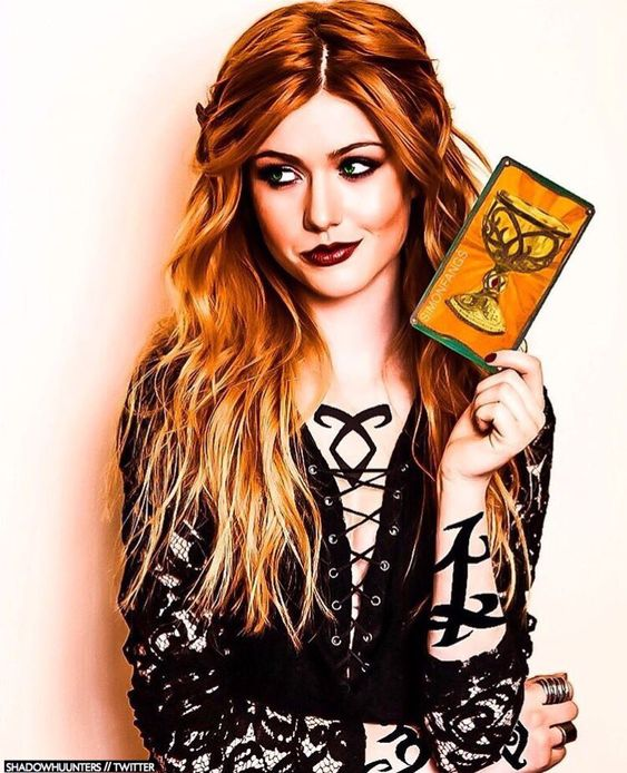 Clary Fray fanart holy shit I thought this was a real pic the first three times I looked soooo good.