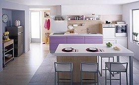 Cuisine Monza chez Cuisinella - Aménager sa cuisine avec Oscar Ono - Très branchés et ultra-féminins, les meubles Monza apporteront à la fois douceur et modernité à votre cuisine, pour une pièce à vivre résolument tendance. Présentée ici en version Lilas Brillant...