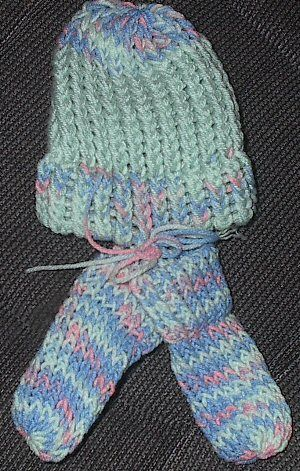 Knitting Patterns For Scratch Mittens : Loom Knitting - Newborn Hat & No-Scratch Mittens - uses a bootie loom K...