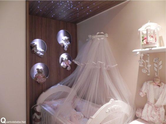 quarto de bebê tema flores com nicho redondo iluminados com ursinhos