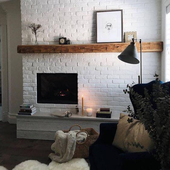 Moulures Briques Ou Carrelage Comment Decorer Un Mur Blanc Decoration Murs Blancs Foyer Interieur Idees Foyer