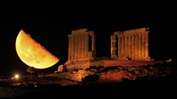 The image was captured last week in Cape Sounion, Greece, by photographer Chris Kotsiopoulos