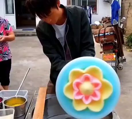 How This Guy Makes This Cotton Candy Art Candy Art Gourmet Candy Apples Cotton Candy Flower
