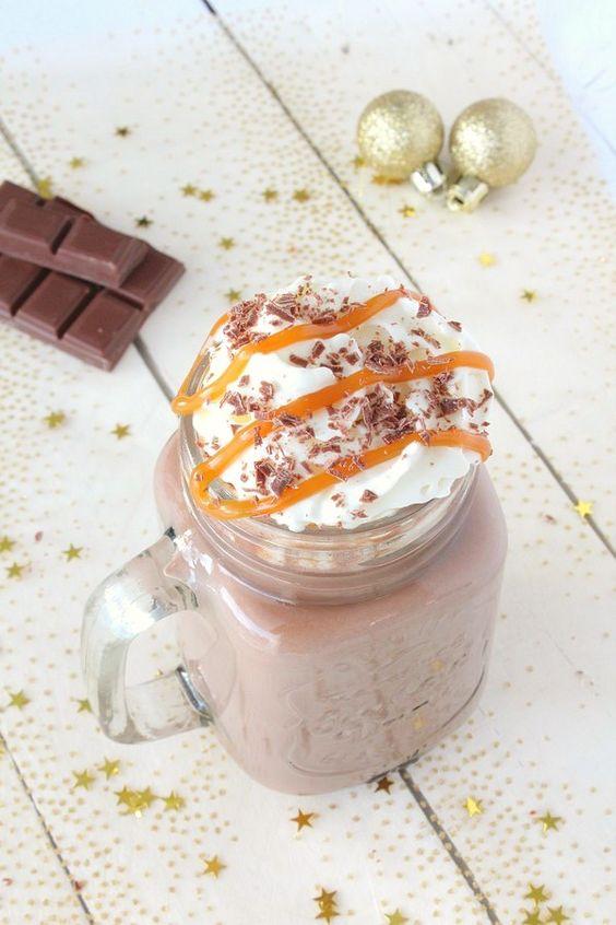 En attendant les fêtes, je vous propose une recette simplissime de chocolat chaud bien gourmand au caramel. Pour le réaliser, j'ai utilisé du chocolat au lait caramel de chez Nestlé Dessert et pour la déco (mais aussi pour la gourmandise), j'ai ajouté...