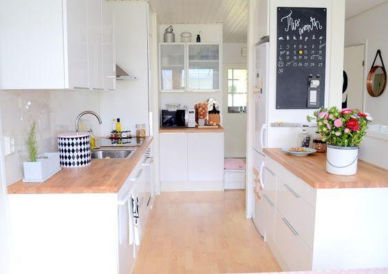 cuisine blanche et bois house home pinterest small kitchens kitchen interior and warm. Black Bedroom Furniture Sets. Home Design Ideas