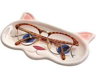 Who better to keep an eye on your glasses whilst you're not wearing them than this lovely feline? Our delightful tray is shaped like a cat's face and is the perfect:
