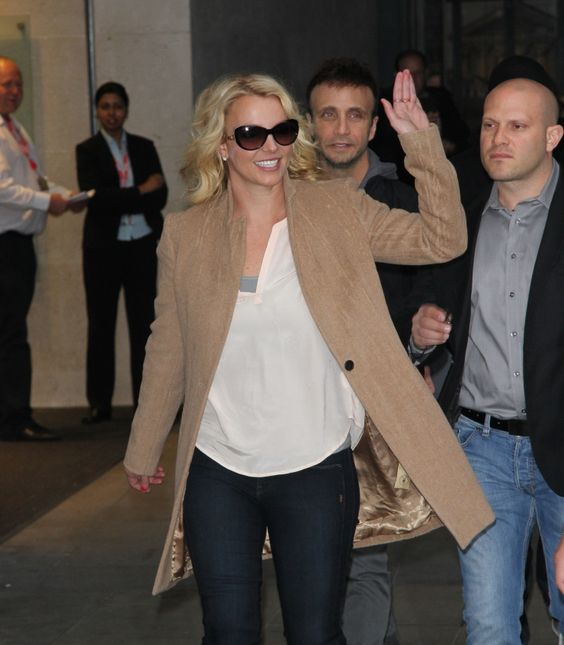 """She's off to """"Work B****."""" Britney Spears tromps through London on Oct. 16"""