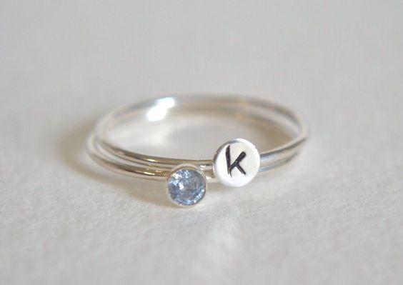Set van twee ringen van Sterling Zilver, zilveren gepersonaliseerde Ring, stapelen Ring, eerste Ring, Ring, sierlijke Ring, stapelbare Ring, Aquamarine Ring door Fondeur op Etsy https://www.etsy.com/nl/listing/240082571/set-van-twee-ringen-van-sterling-zilver