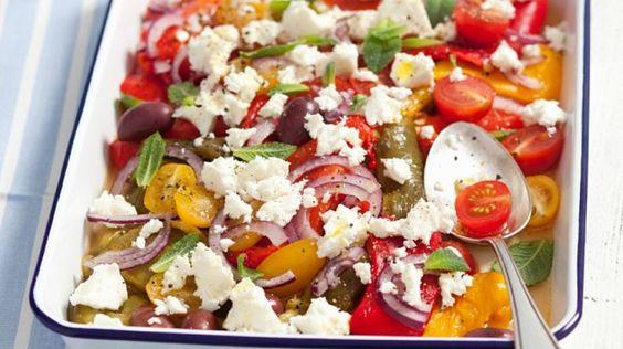 Köstlicher Salat mit gegrilltem Ofengemüse: Tomaten-Paprikasalat   http://eatsmarter.de/rezepte/tomaten-paprikasalat-1