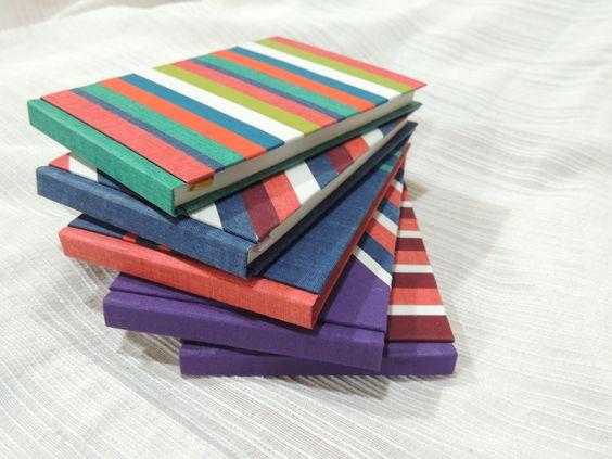 Cuadernos artesanales:  -Tamaño: 10x14cm  -60 hojas color crudo  -Colores y diseños varios  -Forrados en tela  -Con señaladores  -Guardas de varios colores y diseños    -Buscanos en facebook:  cincel.diseno.12@facebook.com