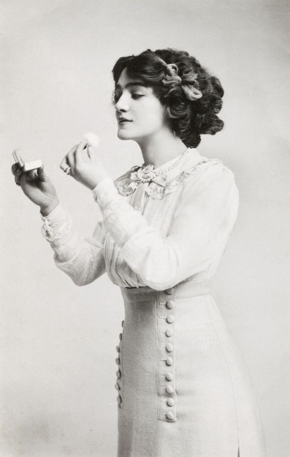"""Lily Elsie as Alice in """"The Dollar Princess"""", 1909"""