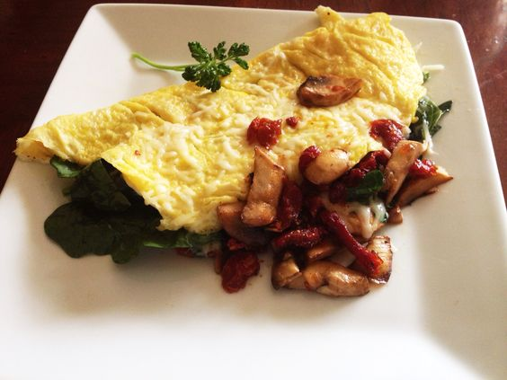 Veggie Omelette w/spinach, mushroom, sundried tomato and asiago cheese ...
