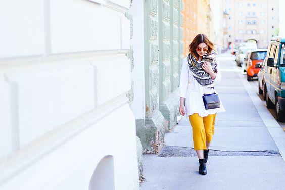 Heute gibt es einen neuen Streetstyle auf meinem Fashion Blog. Ich zeige euch ein Frühlings Outfit mit weißer Peplum Bluse und gelber Culotte.