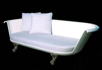 Cambia tu bañera por un plato de ducha y de paso estrena también sofá.