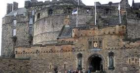 Edinburgh şehrinde ulaşım, aktiviteler, konaklama bilgileri, neler yapılabileceği, iklim durumu, yeme içme gibi bilgilerin yer aldığı Edinburgh şehir rehberi.