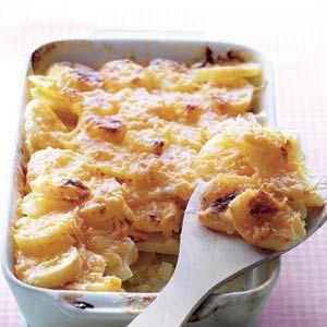 Aardappelgratin: aardappelen, knoflook, slagroom, gemalen Goudse 48+ kaas en boter | 4 personen | Bereiden: 25 minuten | Wachten: 60 minuten | Vegetarisch