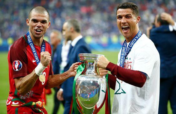 Eleito melhor em campo, Pepe elogia Fernando Santos após saída de CR7 #globoesporte